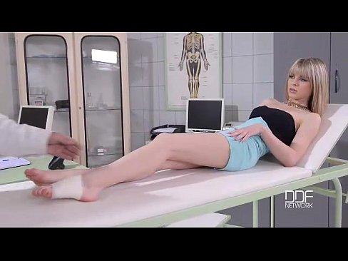 Médico safado comendo a paciente
