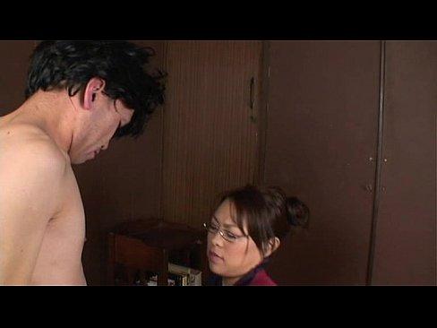 息子が勉強に集中するために性欲を抜き取る母【中森玲子】じゅっぽり感なフェラがハンパない。