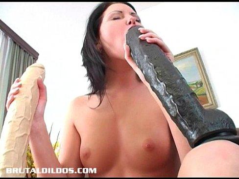 Sexo brutal com uma vadia bem gulosa