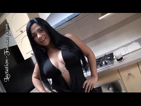 Lesbica Bebe Leitinho Dos Peitos Da Amiga Safada