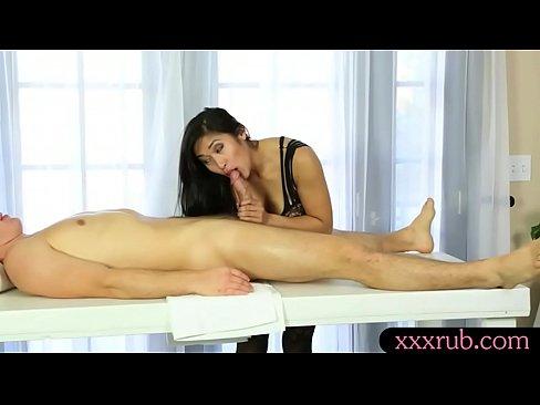 Masaj Usor Cu Limba Si Cu Gura,Facut De O Asiatica Sexy