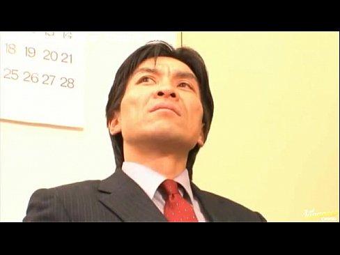【一ノ瀬アメリ】お色気OLが上司と3P!卑猥なパンスト美尻を突きだして...