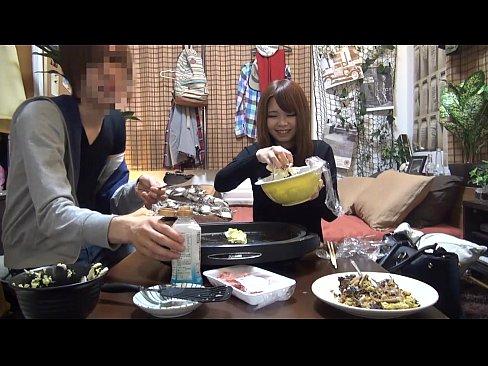 【ナンパ動画】先日街でナンパした若妻を家に呼んで料理作ってその後パコるww
