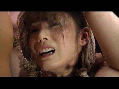 【SMレイプ動画】ダルマ緊縛で宙づりにされた美女を陵辱!巨根で狂った...
