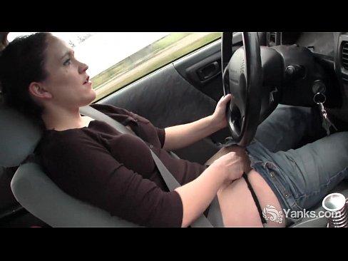 Femeie La Volan Baga Mana La Pizda Si Se Masturbeaza In Trafic