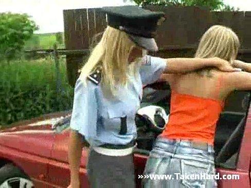 лизбиянки полицейские на улице