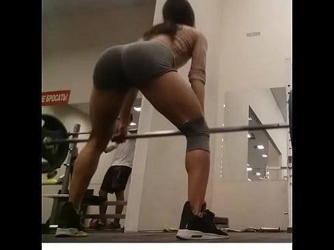 culona en el gym 2