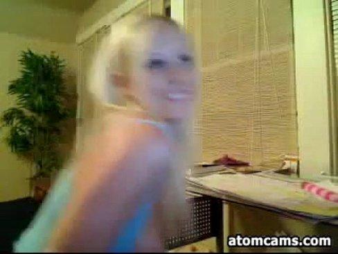 Loirão fazendo um Strip bem profissional na web cam