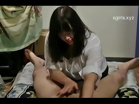 【エロマッサージ 人妻 動画】チ◯コを丁寧にエロマッサージして射精までさせてくれるぽっちゃり熟女