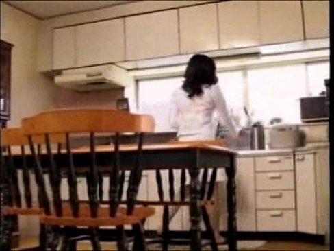 【小池絵美子】四十路美熟女人妻が夫婦喧嘩の腹いせに蕎麦屋の出前の男と不...