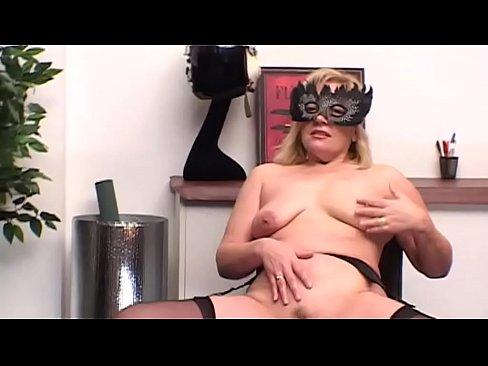 Blonde Coguar masturbates for real pleasure