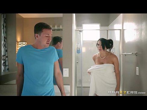 Isi Filmeaza Mama Vitrega In Dush Sa Aiba Pe Ce Face Laba