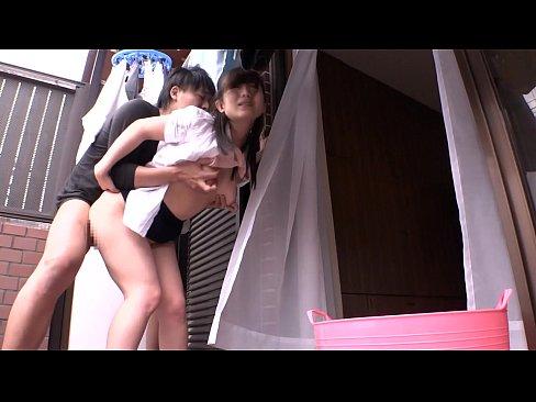 巨乳の熟女の青姦無料obasan動画。屋外露出、青姦で感じまくるスレンダー巨乳の人妻!
