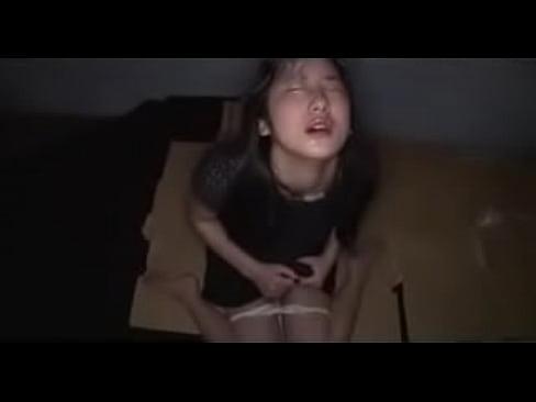同じ女優の動画をもっと見る!