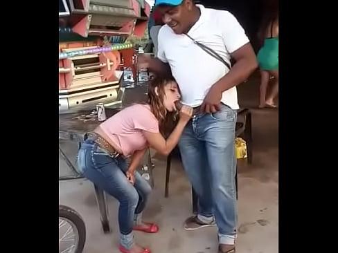 Flagra amador Bêbada pagando boquete na rua pro negão