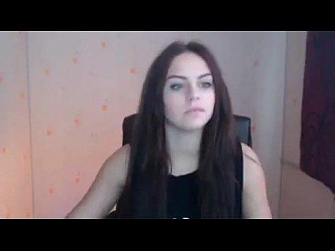 Vídeo caseiro de uma bela moreninha se masturbando na web cam