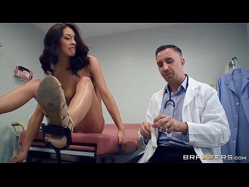 Doctorul Isi Face Pacienta Sa Se Culce Cu El Fara Resentimente