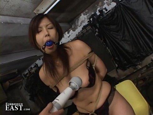 荒縄で緊縛した巨乳熟女。猿轡を付け、電マで乳首やマンコを弄り回すアクメ地獄調教。