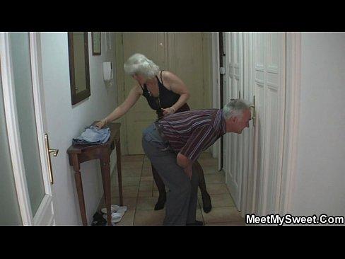 хотела сделать массаж а получился секс
