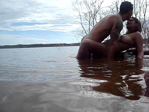 Safada flagrada tomando piroca no rio ate gozar com desejo