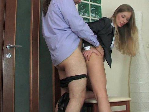 Секретарша дала выебать себя в анал