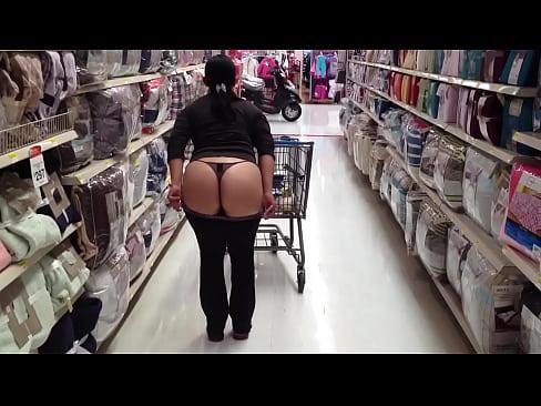 Cuando tu esposa enseña las nalgas en el super mercado