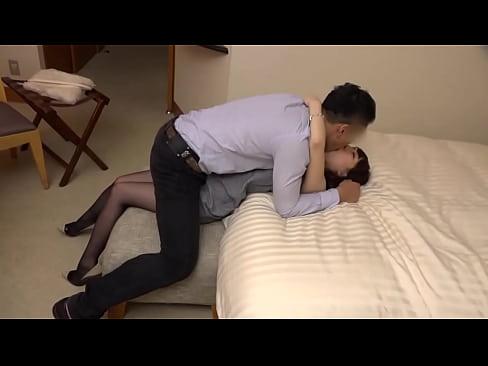 【エロ動画 個人撮影】結婚したての新婚の人妻若奥様が浮気不倫主観SEX...