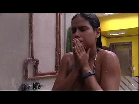 Munik BBB muito vadia ficando excitada no banho