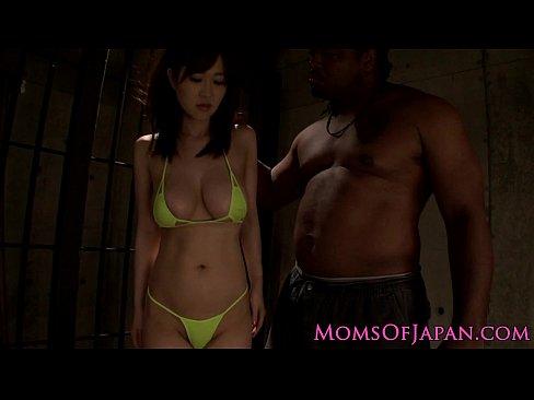 熟女の奴隷無料jukujyo動画。黒人のデカマラで3Pファックされる奴隷熟女