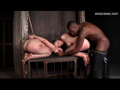 Чёрный садист большой елдой трахает двух рабынь в подвале БДСМ