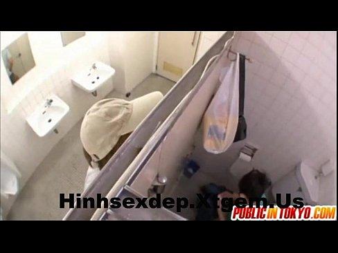 【】公衆WCで用を足しているといきなり輪姦魔に襲うされそのままナマ強制受精終了!