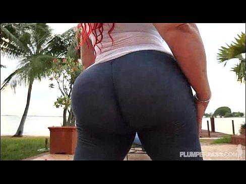 Big Booty Redhead MILF In Yoga Pants