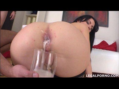 Porno Cu Ejaculari In Cur Ii Pune Paharul Si Il Umple De Sperma