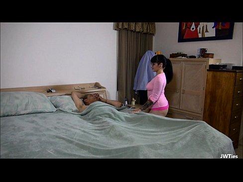 De La O Petrecere Se Ajunge Direct La Un Sex Cu O Latina Ce Se Fute Cu Un Mos De 74 Ani