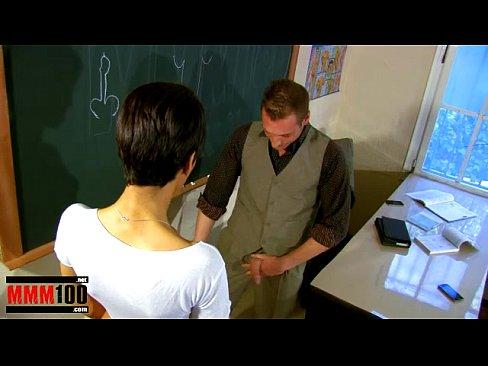 Eleva Vine Aproape Goala I Se Vad Bucile Dar O Ia Profesorul La Pula
