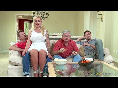 Filme Porno Gratis Cu O Matura Ce Se Fute Cu Trei Mosi