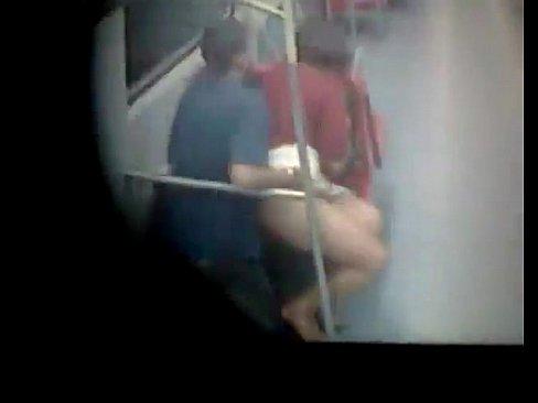 Casal fazendo sexo em trem de SP