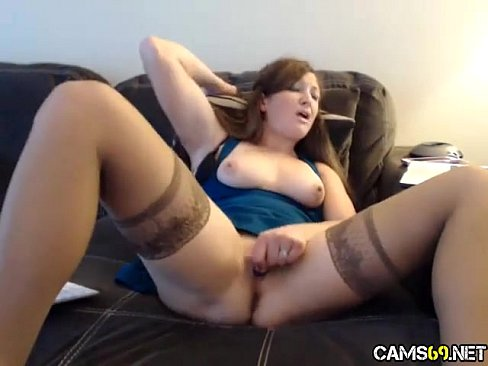 Milf pussy play