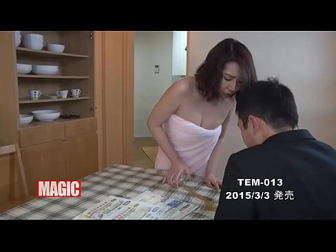 欲求不満の人妻は作業員をがお家にきたらハプニングを装って逆レイプ!!