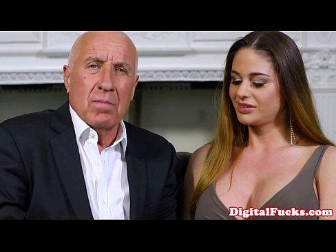 Filme Porno Cu O Lezbi Care Este Muita De Un Mos De 62 De Ani