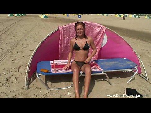 Milf Fututa Pe Plaja Intr-Un Cort Unde Fac Sexut