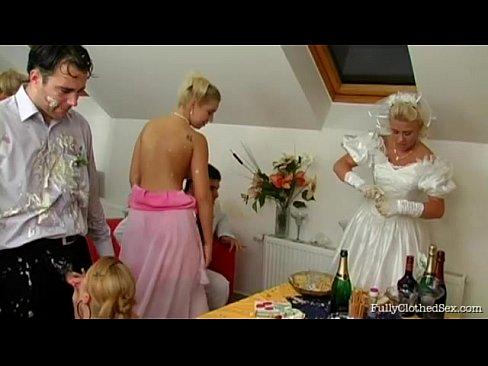 Noiva E Madrinhas Fazendo A Alegria Da Homarada Depois Do Casamento