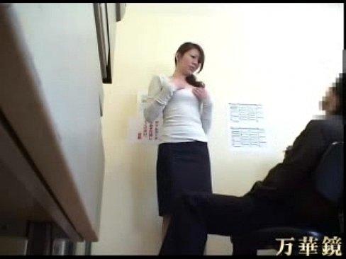 【熟女エロ動画】シコっている最中に何とも惜しまれる寸止め!あと少し擦って!