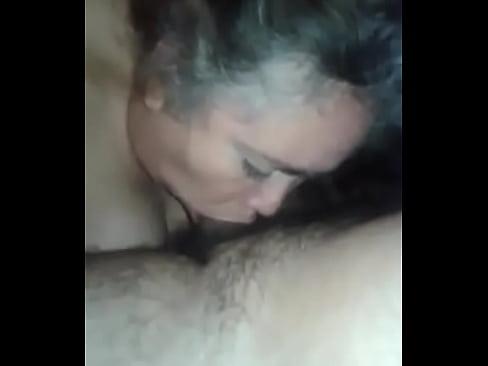 Mamona Y Madura Chilena, Mamando Pico Como Su Primera Vez
