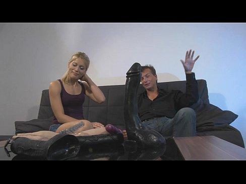 XVIDEOS Autsch!! Der Dildo Deal mit Katie 2 free