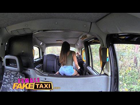 Passageiro Sortudo Se Da Bem Com Taxista Morena Gostosa