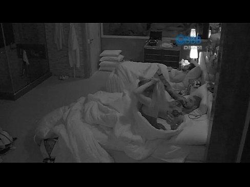 Fernando metendo forte na buceta da Aline no BBB15