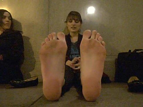 vl 480P 654.0k 58498821 candid stinky feet