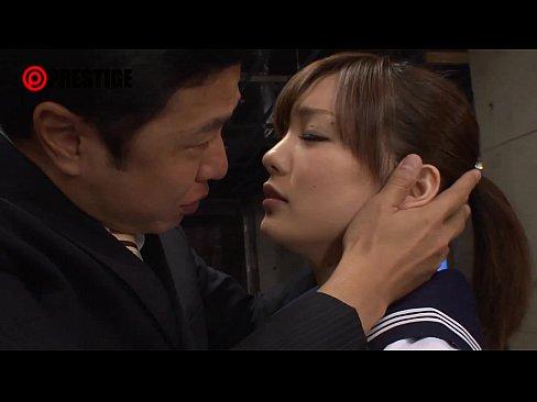 絶対的美少女「鈴村あいり」がランジェリー姿で調教される動画がエロすぎ...