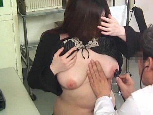 クリニック産婦人科盗撮!胸のしこりが気になってやってきた巨乳お姉さんが...